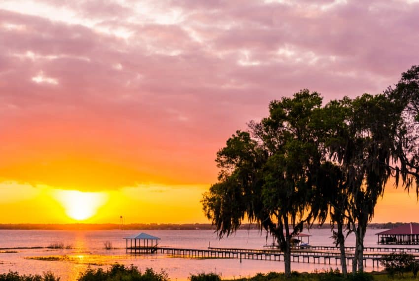 Beautiful_Sunset_over_Lake_Jackson_in_Sebring_FL_terrenosnaflorida-com_shutterstock_697966117_1200x680