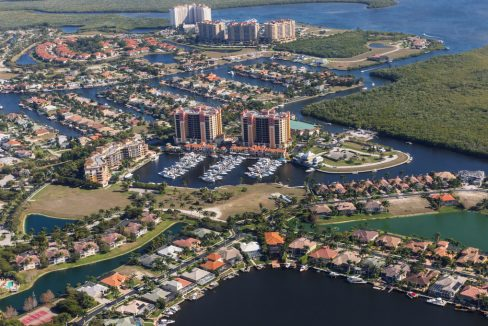 Aerial_view_of_city_and_gulf_Cape_Coral_Florida_terrenosnaflorida-com_shutterstock_624604565_1200x680