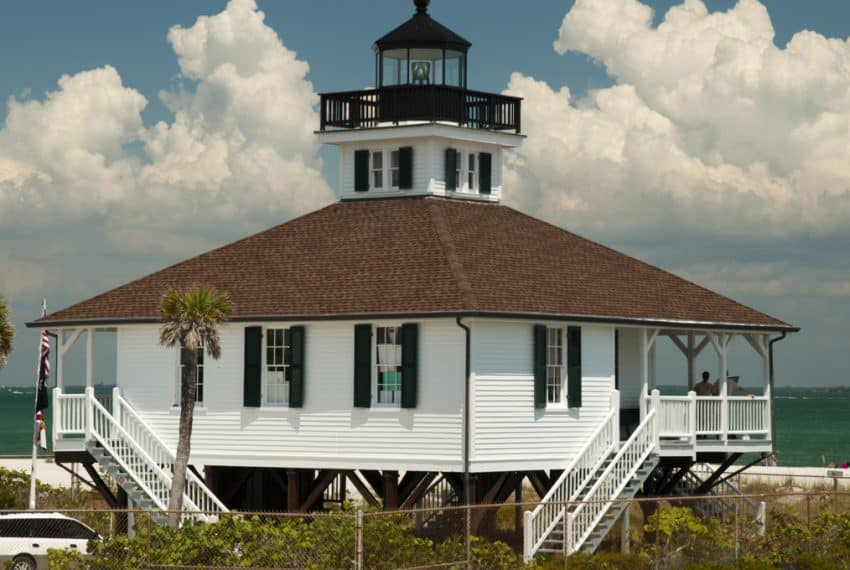 Boca_Grande_Lighthouse_at_the_beach_and_beautiful_sky_in_background_terrenosnaflorida-com_shutterstock_108491918_1200x680
