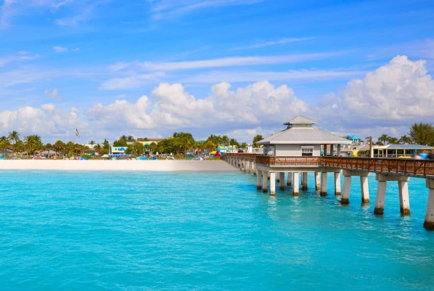 Florida_Fort_Myers_Pier_beach_in_USA_terrenosnaflorida-com_shutterstock_452347897-1200x680