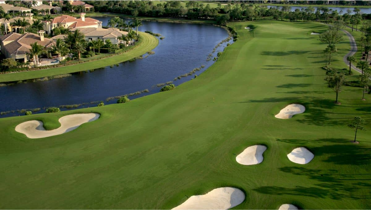 Florida_Golf_Course_Flyover_lake-wales_terrenosnaflorida-com_shutterstock_75148627_1200x680