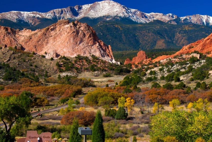 Garden_of_the_Gods_Visitor_Center_Colorado_terrenosnaflorida-com_shutterstock_88945783_1200x680