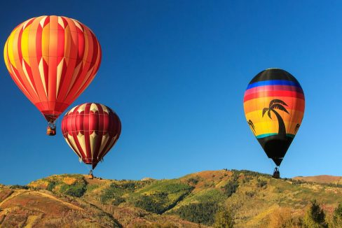 Hot_air_balloons_above_Park_City_Utah_USA_terrenosnaflorida-com_shutterstock_318520985_1200x680