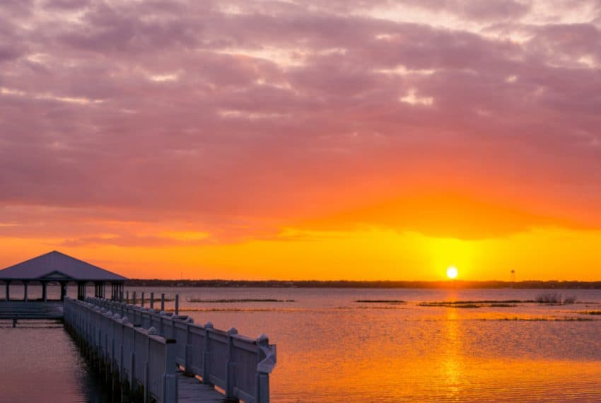 Lake_Jackson_Sunset_in_Sebring_FL_terrenosnaflorida-com_shutterstock_724139791_1200x680