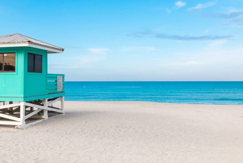Lifeguard_Tower_in_Venice_Beach_Florida_terrenosnaflorida-com_shutterstock_457524352_1200x680