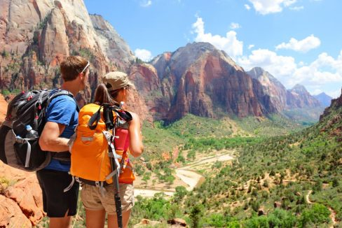 National_park_Zion_Canyon_Utah_USA_terrenosnaflorida-com_shutterstock_214825399_1200x680
