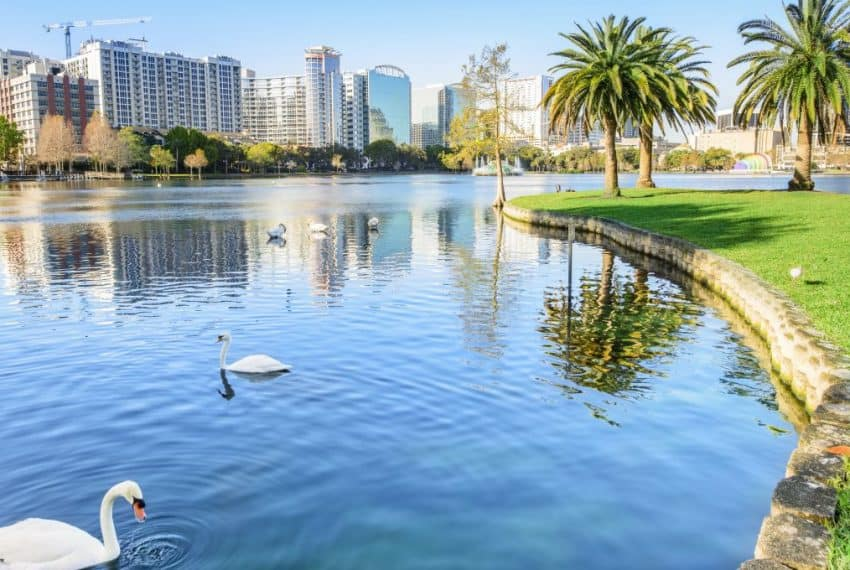 Orlando_Located_in_Lake_Eola_Park_Orlando_Florida_USA_terrenosnaflorida-com_shutterstock_602921888_1200x680