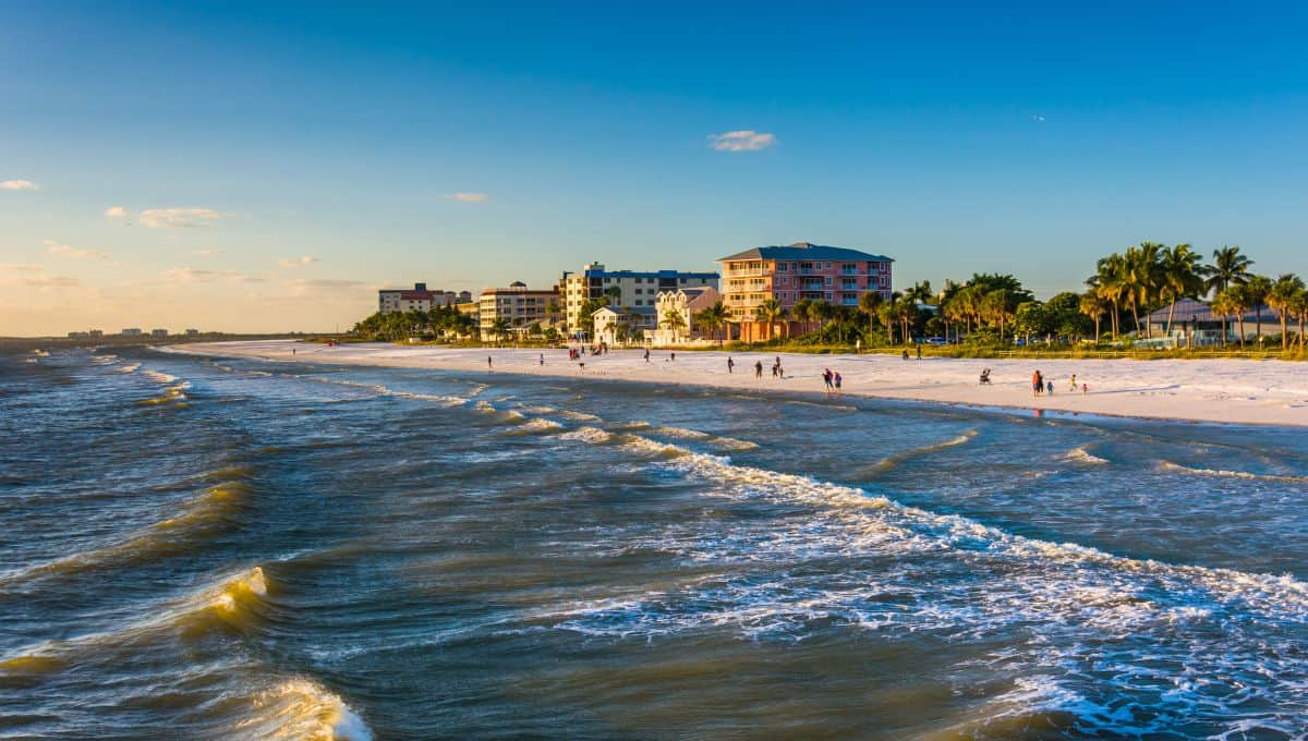 fishing_pier_in_Fort_Myers_Beach_Florida_terrenosnaflorida-com_shutterstock_237573157_1200x680